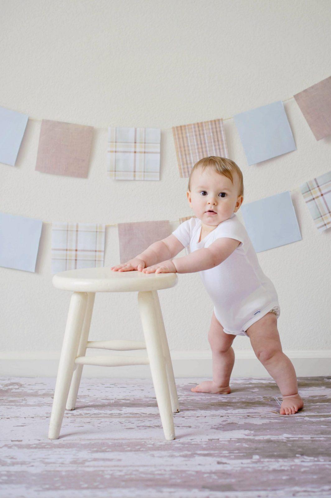 https://zutadella.com/wp-content/uploads/2020/07/adorable-baby-blur-chair-459976-scaled.jpg